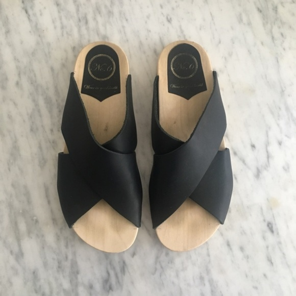 6a5166efd0d No. 6 clogs Frida black leather flat base sandals.  M 5c7489b8409c15043d4e48a8